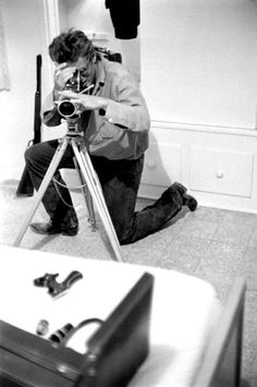 James Dean was not only a talented actor, but also a good photographer as seen through these 20 interesting vintage photos. Indiana, Old Hollywood Actors, James Dean Photos, Rebel Without A Cause, Jimmy Dean, Movies And Series, Bad Picture, Best Photographers, American Actors