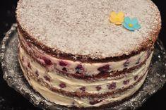 Tort cu blat de nuca si crema de ricotta cu fructe - StickyFingers.ro Ricotta, Tiramisu, Ethnic Recipes, Passion, Food, Essen, Meals, Tiramisu Cake, Yemek