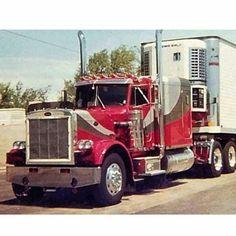 Peterbilt classic 359 Heavy Duty Trucks, Big Rig Trucks, Semi Trucks, Cool Trucks, Peterbilt 359, Freightliner Trucks, Custom Big Rigs, Custom Trucks, Truck Quotes