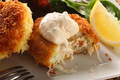 Chow.com's Crab Cakes feature maximum crab, no starchy fillers allowed!