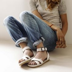 saltwater sandals and boyfriend jeans Fashion Moda, Cute Fashion, Look Fashion, Womens Fashion, Fashion Shoes, Fashion Outfits, Looks Jeans, Mocassins, Grunge Style