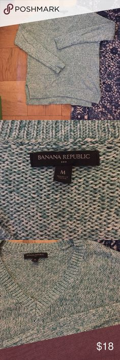 NWOT Banana Republic Green V Neck Sweater Never worn Banana Republic green and white V neck sweater. Bought this in a few colors which is why I'm selling this version. Great for fall! Size M Banana Republic Sweaters V-Necks