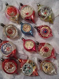 I Wish Could Have A Tree Filled With Only Vintage Ornaments Let It Snow Pinterest Ornament And Christmas
