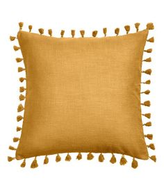 Mustard yellow. Cushion cover in thick cotton-weave fabric with tassel trim. Concealed zip.
