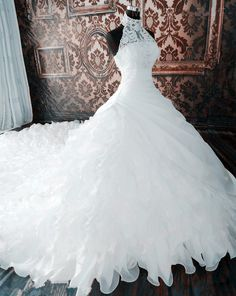 Charming Wedding Dress,2015 Wedding Dress,Luxury Wedding Dress,Halter Wedding Dress,Lace Wedding Dress,Ruffles Organza Wedding Dress,Long Tail Wedding Dress,Lace-Up Wedding Dress,Sleeveless Wedding Dress,Bride Dresses