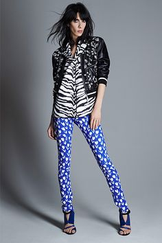 30 Oddball Color Combos That Stun #refinery29  http://www.refinery29.com/bold-color-combinations-to-try#slide10  Emanuel Ungaro Who says black and blue don't go together?