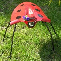 Recycled Metal Projects - garden bug made from a shovel