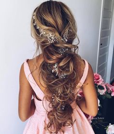Talk about #weddinghair goals! #bridalbraids {Instagram: theweddingscoop}