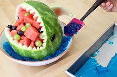 Watermelon Shark: 13 Steps (with Pictures) Fruit Basket Watermelon, Watermelon Decor, Watermelon Carving, Watermelon Slices, Melon Cake, Green Melon, Fruit Creations, Delicious Desserts, Yummy Food