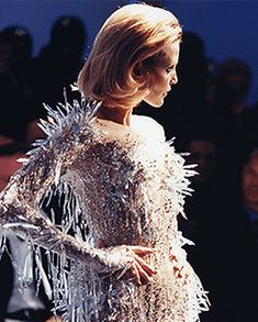 Thème Féerie. Robe de satin bleu glacier: Collection Couture P/E 1998.
