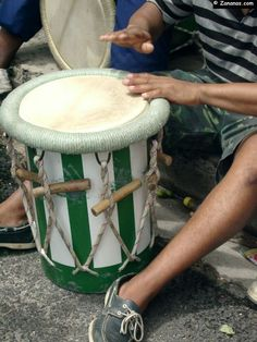 Tambour traditionnel martiniquais. Caribbean drums.