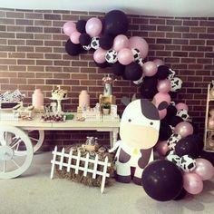 Ideas para cumpleaños de la vaca Lola Cow Birthday Parties, Mexican Fiesta Birthday Party, Rodeo Birthday, Farm Animal Birthday, Baby Girl First Birthday, Farm Birthday, Farm Party, Birthdays, Baby Shower