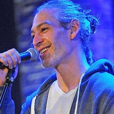 Music: Matisyahu surprises coffee shop performer with impromptu duet
