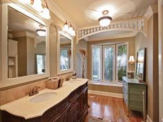 Like the simple but extra touch of the lacy molding at the ceiling.