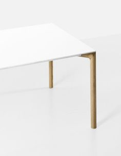 The table called Boiacca Wood has legs in solid European oak wood. The top is available in Pure-white laminate or black Fenix-NTM® with a soft-touch effect.