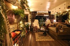 Granny pods backyard cottage See how these tiny home dwellers decorated for the holidays in this cozy RV Christmas Tour Granny Pod, Rv Homes, Backyard Cottage, Camper Renovation, Remodeled Campers, Christmas Home, Christmas Ideas, Primitive Christmas, Country Christmas
