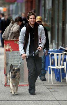 Jake Gyllenhaal, 2004 - Walking Atticus In SoHo