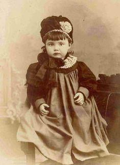 Vintage Kids Fashion, Vintage Children Photos, Vintage Girls, Vintage Images, Antique Pictures, Old Photos, Baby Photos, Little Girl Photos, Magazine Pictures