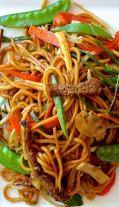 This Beef Lo Mein home-cooked version tastes awesome, is easy to make, uses more vegetables and less oil than takeout. It's a must-try beef lo mein recipe! Asian Recipes, Beef Recipes, Chicken Recipes, Cooking Recipes, Healthy Recipes, Ethnic Recipes, Asian Foods, Noodle Recipes, Recipies