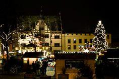 Weihnachtsmarkt Schweinfurt vor dem Rathaus der Stadt  ... #weihnachtsmarkt #schweinfurt