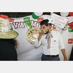 Así como que no me doy cuenta... #fiestamexicana #tbt #infraganti