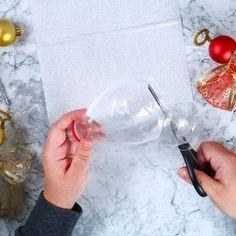Ange DIY en bouteille recyclée - Une activité de Tête à modeler Plastic Cutting Board, Diy And Crafts, Coconut, Angels, Christmas, Teacher, Angel Wings, Navidad, Crafts