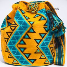 Wayuu Inforamtion for Product Hermosa Wayuu bags. Hermosa Wayuu Style mochilas are rare art for its' complexity & method to produce a single Wayuu Tribe Bag. Tapestry Crochet Patterns, Loom Patterns, Beading Patterns, Crochet Handbags, Crochet Purses, Crochet Bags, Mochila Crochet, Tapestry Bag, Boho Bags