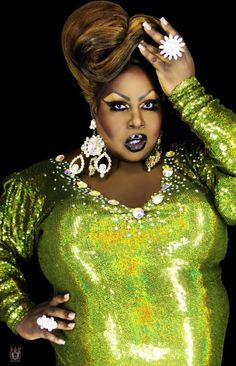 """Season 4 Latrice """"mutha fu**ckin"""" Royale - Eat it! Jesus is a biscuit! No tea, no shade! So many legendary sayings from this queen. Drag Queens, Rupaul Drag Queen, Amazing Women, Lgbt, Royals, Beautiful People, Celebs, Glamour, Female"""