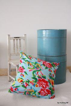 Le mythique tissu pivoine -:)  http://www.hutong88.com/collections/linge-de-maison/products/housse-de-coussin-pivoine