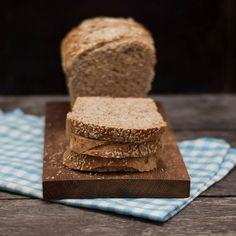 Havregryn, linfrö, grahamsmjöl, solrosfrön, sesamfrön - det här brödet sätter fart på kroppen! Fika, Cornbread, Ethnic Recipes, Bread, Millet Bread, Corn Bread, Sweet Cornbread