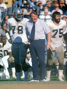 With tackles Art Shell (left) and John Vella at his side, Raiders coach John Madden watched his offense go to work in a victory over the Colts on Sept. Oakland came back from an early deficit to win. Oakland Raiders Football, Nfl Football, American Football, Football Players, Football Coaches, School Football, Football Cards, Baseball, Raiders Players