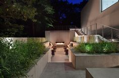 Modern White New Canaan Residence in Connecticut by Specht Harpman Architects - Stylish Eve Outdoor Lounge, Outdoor Rooms, Outdoor Living, Outdoor Plants, Residential Architecture, Landscape Architecture, U Shaped Houses, Casa Top, 1950s House