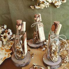 Wedding Bottle – Daisy and Invitation Card – # flor … - Hochzeit Handmade Wedding Favours, Wedding Gift Boxes, Wedding Gifts For Guests, Wedding Ring Box, Wedding Candy, Wedding Favors, Diy Wedding, Arab Wedding, Wedding Bottles