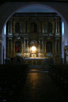 El 17 de mayo, a las 6 de la tarde, la luz del sol entra por el ojo de buey de la Catedral de San Pedro de Buga y da exactamente en el centro del Sagrario.