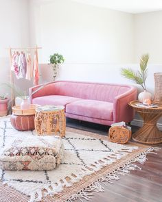 Everly Velvet Sofa - Invite visual and textural appeal into your home with the Everly Velvet Sofa. Rosa Couch, Pink Couch, Pink Velvet Couch, Velvet Room, Pink Desk, Living Room Decor Inspiration, Living Room Ideas, Inspiration Wall, Boho Living Room