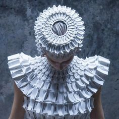 3D printed fashion. what an awesome outfit!