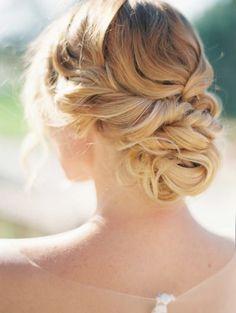 Bellissima #acconciatura per la #sposa! Raccolta, originale e #romantica... http://www.matrimonio.it/collezioni/acconciatura/