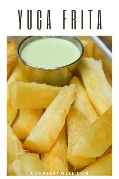 Yuca Frita with Cilantro Garlic Sauce Yuca Recipes, Boricua Recipes, Cooking Recipes, Healthy Cooking, Cuban Dishes, Spanish Dishes, Side Dishes Easy, Vegetable Side Dishes, Fried Chicken Side Dishes