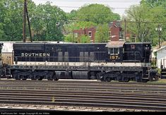 Net Photo: SR 197 Norfolk Southern EMD at Chattanooga, Tennessee by Joe Vittitoe Electric Locomotive, Diesel Locomotive, Railroad History, Southern Railways, Chattanooga Tennessee, Norfolk Southern, Airplane, Hoods, Chicago
