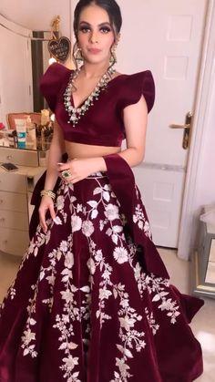Party Wear Indian Dresses, Designer Party Wear Dresses, Indian Bridal Outfits, Dress Indian Style, Indian Fashion Dresses, Indian Designer Outfits, Pakistani Dresses, Bridal Dresses, Silk Kurti Designs
