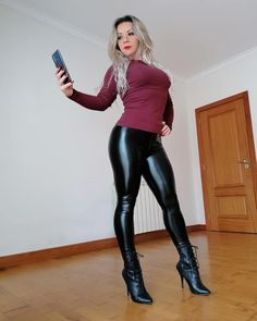 Jeggings Outfit, Leather Pants Outfit, Black Leather Pants, Wet Look Leggings, Shiny Leggings, Leggings Are Not Pants, Sexy Older Women, Sexy Women, Leder Outfits