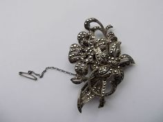 VINTAGE-SOLID-SILVER-MOUNTED-MARCASITE-FLORAL-BROOCH-2-5-TALL 17ppp!