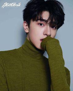 อื้อหื้อออ~~อยากเป็นเสื้อเลยอ่ะ😆😆😆 . . . Thank cr.@sudsapda  #SudsapdaAug2019 #สุดสัปดาห์ #Linyi  #林一 #LinYi  #หลินอี  #Iam_LinYi Cute Asian Guys, Cute Guys, Medium Tv Series, Ji Soo Actor, Cute Japanese Boys, Song Wei Long, Chines Drama, O Drama, Korean Boys Ulzzang