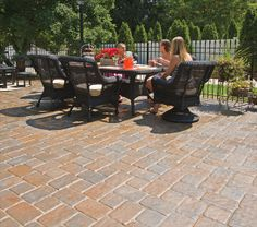 "EP Henry Patio pavers in Old Towne Cobble™, Old Towne Cobble, Harvest Blend, ""I"" Pattern"