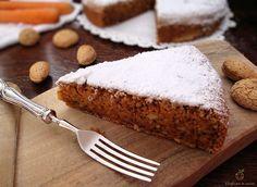La Karottentorte torta di carote altoatesina è un dolce senza burro e senza olio dal sapore particolare.