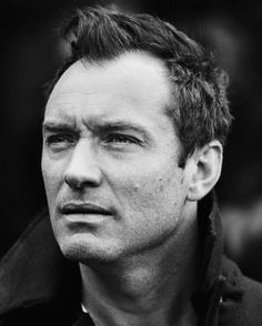 Jude Law, Hugh Jackman, Pretty Men, Beautiful Men, Hollywood Music, Who Do You Love, Celebrity Magazines, Hey Jude, Male Fashion Trends