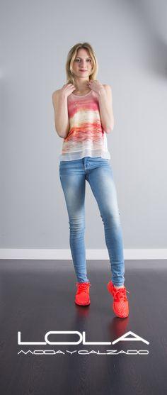 Tu blusa de gasa y tirantes, el verano a otro nivel.  Pincha este enlace para comprar tu blusa en nuestra tienda on line:  http://lolamodaycalzado.es/primavera-verano/606-blusa-de-gasa-rosa-y-tirantes-salsa.html