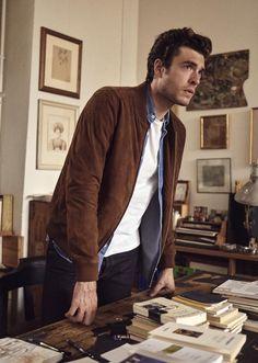Parisienne Chic, Modern Gentleman, Gentleman Style, Stylish Men, Men Casual, Dan Paris, Outdoor Men, Photography Poses For Men, Mens Clothing Styles