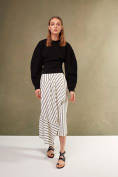 Get inspired and discover Tibi trunkshow! Shop the latest Tibi collection at Moda Operandi. Fashion 2018, Fashion Week, Runway Fashion, Fashion Outfits, Fashion Trends, Vogue Paris, Street Style, Fashion Show Collection, Mode Inspiration