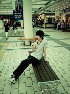 Super Junior's Kim Heechul gets his hands on a hot dog after 20 years #allkpop #kpop #SuperJunior #SuJu